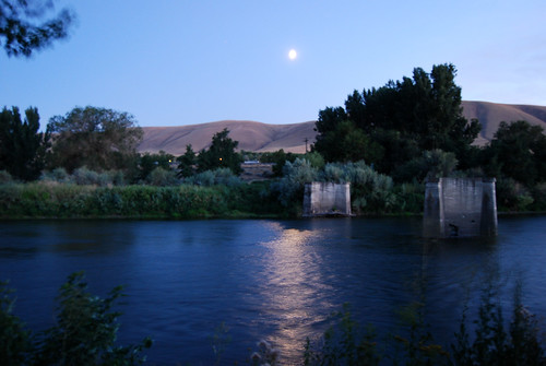 37-Benton City Yakima River Moon