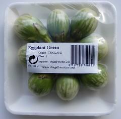 Kleine, groengestreepte aubergines