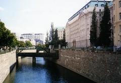Blick aus dem Zollamtsteg - Wien (kruhme) Tags: vienna wien rio river tren austria canal sterreich zug viena brcke fluss urania donau brucke danubio donauradwanderweg simplystunningshots