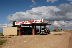 Service station off I-40 (ap0013) Tags: usa america nikon texas nikond100 d100 panhandle towing servicestation interstate40 texaspanhandle txpanhandle