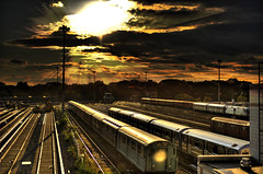 where the train sleeps (Tony Shi.) Tags: sunset newyork tracks rails mta lirr  trainyard sheastadium usopen flushingmeadow  coronapark newyorkcitysubway    willetpoint  7subway   thnhphnewyork  7