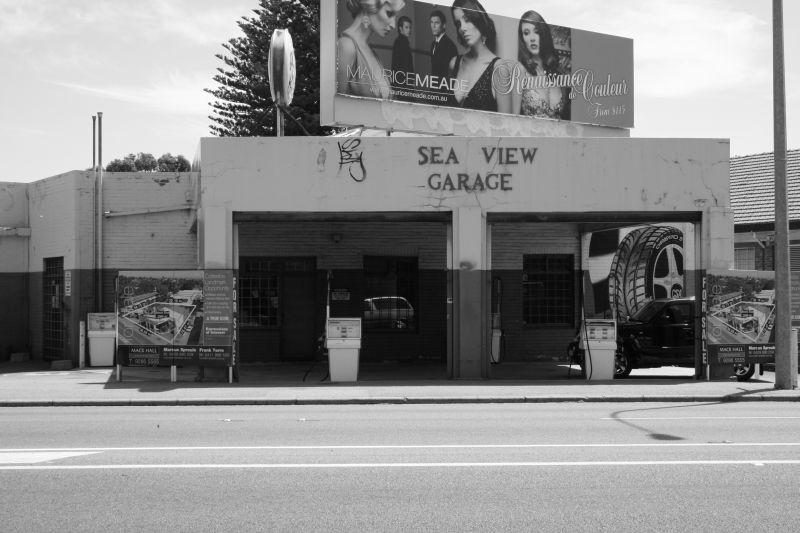 Sea View Garage 800 bw