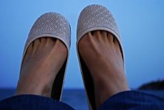 caminamos? (JiJi_pAuLa_ jiji) Tags: blanco pies dedos caminar andar tobillo