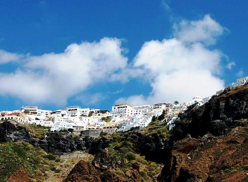 Oia from afar, Greek Islands, Santorini 純白の家々と青い海・サントリーニ