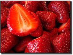 Rojas Delicias (Errlucho) Tags: red frutas rojo strawberry rojas frutillas sabrosas lamanoamiga errlucho amigsgcs
