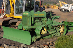(C Jill Reed) Tags: oregon 2008 johndeere 1946 crawler
