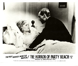 horrorofpartybeach_still3