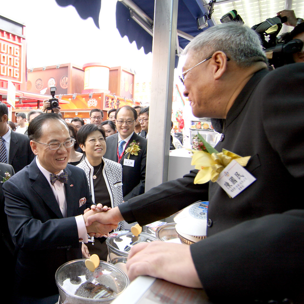 Mr. Donald Tsang at German Pool's Booth, HKBPE 2008