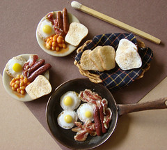 Miniature British Breakfast (PetitPlat - Stephanie Kilgast) Tags: miniatures bacon handmade toast polymerclay fimo sausages pan friedegg bakedbeans dollhouse dollshouse miniaturefood miniaturen britishbreakfast petitplat