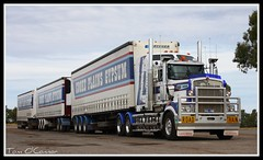 Paterson Bulk Haulage (Tom O'Connor.) Tags: road train truck canon lens eos big highway nt alice south north under twin australia darwin down stuart lorry springs land outback trucks parked kit sa paterson northern buggy kenny bound triple mal trucking roadhouse territory bulk truckers kenworth immaculate haulage 2011 kulgera t908 1000d