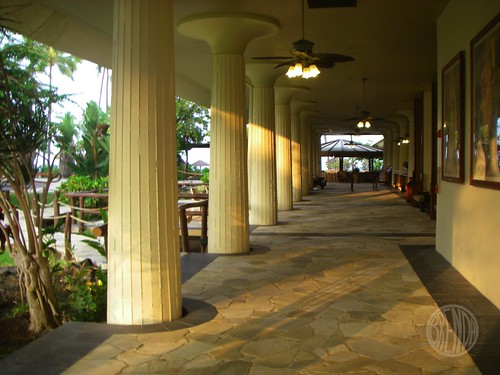 the open lobby at the Royal Kona