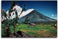Mayon Volcano of the Philippines (Mr. FRANTaStiK) Tags: tourism volcano philippines mayon bicol cagsawa legazpi albay dabest fongetz francistsn