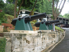 Fort Siloso cannons : side view (PicturesSG) Tags: singapore fort snap cannons siloso nlb architectureandlandscape singaporepictures buildingtypes historicalperiods worldwariiandjapaneseoccupation19391945 militarysitesevents 72dpijpegonly