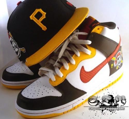 Nike Dunk â??Roberto Clementeâ?? Customs