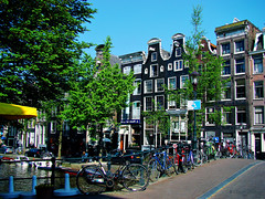 Amsterdam, Holland 074 - City of bikes (Claudio.Ar) Tags: city holland color water netherlands amsterdam bike canal agua europa europe sony ciudad bicicleta holanda dsc h9 blueribbonwinner cruzadas platinumphoto aplusphoto top20travel ysplix amazingamateur theperfectphotographer damniwishidtakenthat flickrlovers favemoifrance magicdonkeysbest claudioar claudiomufarrege panoramafotogrfico daarklands magicunicornverybest