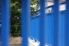 blaues Geländer