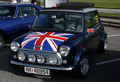 Mini Cooper Union Jack (Leif Strand) Tags: greatbritain classic cars car mini cooper gb bil minicooper british unionjack unionflag biler classicmini haugesund bilutstilling oasen karmy britishflag superstreet storbritannia gatebil gatebiltreff superstreethaugesund classiccooper