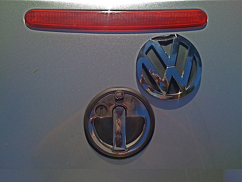 Damaged VW New Beetle Trunk Emblem