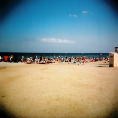 Vamos a la playa ([Charlotte]ThePhilosopher) Tags: summer sky beach holga holidays estate cielo bara spiaggia barcellona vacanze spagna