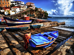 Madalena e Fabiana (Paco CT) Tags: sea portugal port boats puerto mar fishing 2008 barcas madeira hdr pescador orton 1xp camaradelobos ltytr2 ltytr1 pacoct