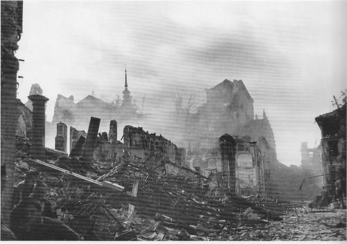 Plaza de Zocodover (Toledo) en la Guerra Civil. Septiembre de 1936. Fotografía de Hans Namuth/Georg Reisner
