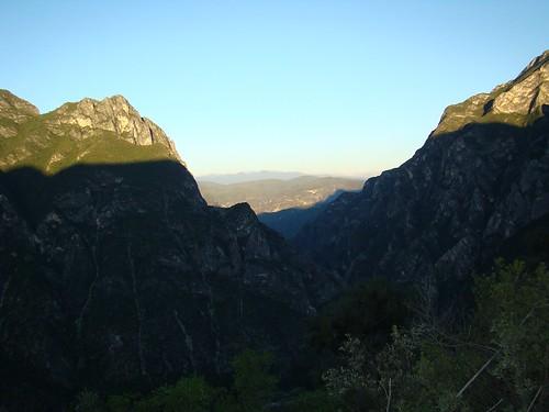 Atardecer entre las montañas