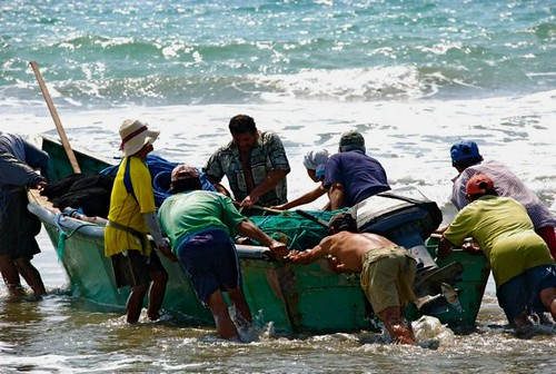 ecuador-coastal-tour-fishermen