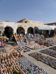 Marche de poterie (mimite1958) Tags: blue sky vacances october holidays market tunisia djerba souk marche tunisie ksar tunisien poterie berbere ksour tataouine berberes