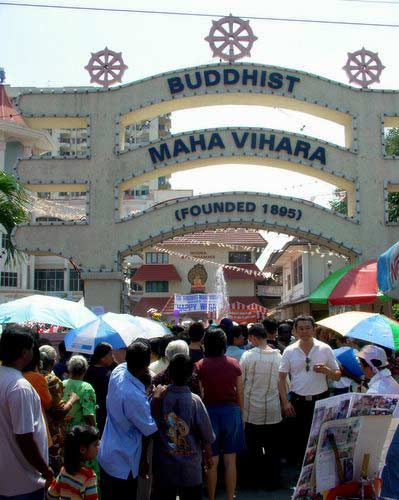 Wesak Day @ Buddhist Maha Vihara, Brickfields 2005 - 01 entrance