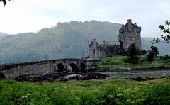 """Great-Britain, Eilean Donan Castle - düster ,  - 227 (roba66) Tags: bridge england castle scotland unitedkingdom britain highland brücke schloss eilean burg schottland grossbritanien hochland britanien grosbritanien vanagram saariysqualitypictures """"flickraward atomicaward"""