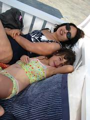 Descansando (Carlitos) Tags: woman sarah island hotel mujer europa europe martha greece grecia isla cyclades mykonos agiosstefanos ellda  cicladas    rocabellaarthotel