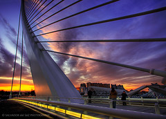 New Calatrava's bridge in Valencia ... the controversy goes on (Salva del Saz) Tags: new city bridge santiago sunset espaa valencia architecture modern canon puente atardecer eos spain angle wide arts engineering ciudad gran cac angular artes ultra 1022mm hdr highdynamicrange sciences nuevo 1022 ciencias efs1022 40d caltrava salvadordelsaz salvadelsaz ylihlm assutdor