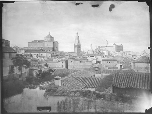 Catedral de Toledo con la Torre del Reloj antes de ser demolida en 1888. Foto Casiano Alguacil.