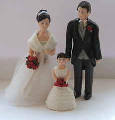 Fimo Christmas Bride with Groom and Flowergirl (pauline@weddingtreasures) Tags: flowers wedding cake groom bride fimo figurines clay sculpey flowergirl toppers polymer furstole christmasbride