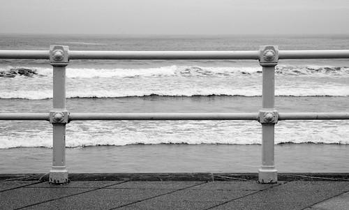 un silencio en el pentagrama de las espumas blancas del mar by eMecHe