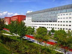 Palazzata / Building Perspective (klausbergheimer) Tags: milan milano universit bicocca pirelli siemensbuilding collinadeiciliegi universitabicocca palazzosiemens