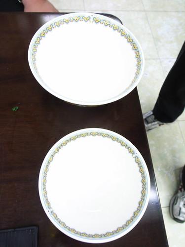 牛爸爸牛肉麵:元首牛肉麵(NT$10,000)的碗