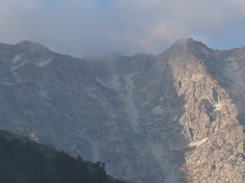 A close-up view of Indrahar Pass (the lowest point along the ridge)