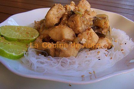 Pollo con fideos de arroz