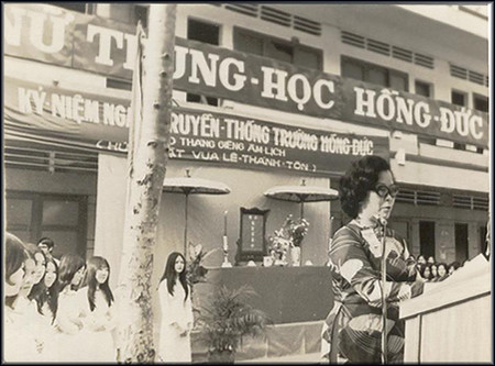 Nu trung hoc Hong Duc truoc 1975 by bienthuy251.