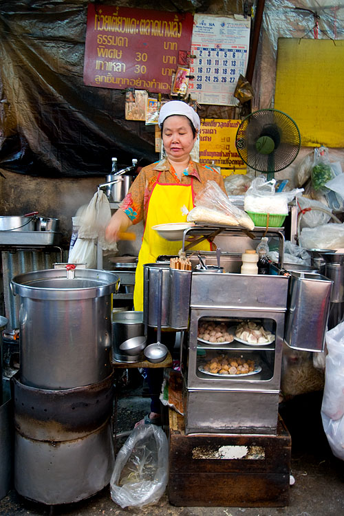 Making fishball noodles at a stall just outside Nang Loeng Market, Bangkok