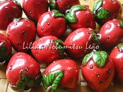 Strawberry Fields Forever (Lilian Nobumitsu Leo) Tags: cute strawberry polymerclay fimo morangos sculpy cermicaplstica kawaiistrawberryfildsforever