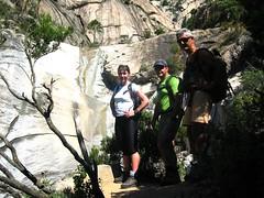 Sur le sentier du Purcaraccia : devant la 1ère cascade de 40 m, Caro, Victor et François
