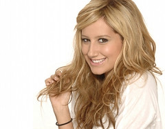 ashley tisdale (Lisa'95 Baby V) Tags: jared vanessa white love girl beautiful smile fashion hair losangeles nice eyes friend long ashley michelle blond hollywood wavy tisdale hsm highschoolmusical ashleytisdale hsm2 hsm3 murrillo jaredmurrillo