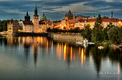Orilla de la ciudad Vieja - Praga (belthelem) Tags: trip travel reflection nikon nightshot czech prague grandmother d70s praha praga hdr viajar t100 staremesto moldava bigmomma 333views ciudadvieja 100faves 50faves 35faves aplusphoto a3b world100f achallengeforyou thegreatshooter magicdonkeysbest photoexel obq oraclex oracosm magicunicornverybest