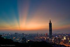 霞光 @ 象山, Rays of sunset, Taipei (Sherwin_andante) Tags: taipei taipei101 2008 象山 台北101 sigma1770 mywinners k10d colorphotoaward superaplus aplusphoto firsttheearth 200809 platinumheartaward 2008mychoice 2008myfav