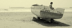 Perdida en el Tiempo / Timeless (Miguel Vera) Tags: sea costa beach peru sepia port puerto coast boat mar fisherman sand barca barco playa arena pescador bote balneario chiclayo lambayeque pimentel