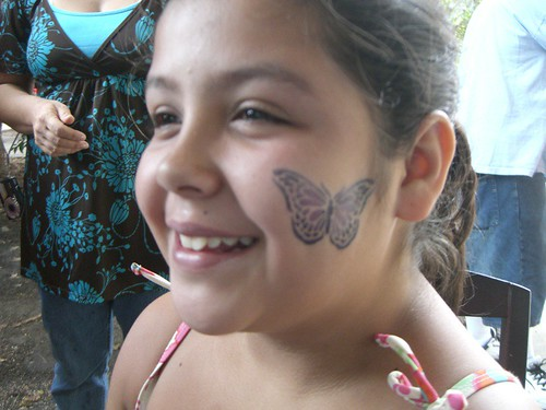 Temporary Tattoo :Butterfly tattoo pictures in a child's cheek, this design can be made with any color.