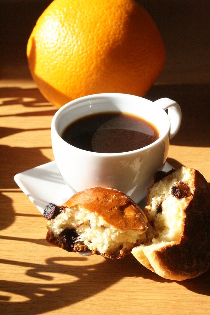 Café, scone & orange