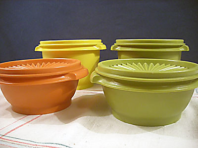 Set of 4 Vintage Tupperware Servalier Bowls par vintagegoodness
